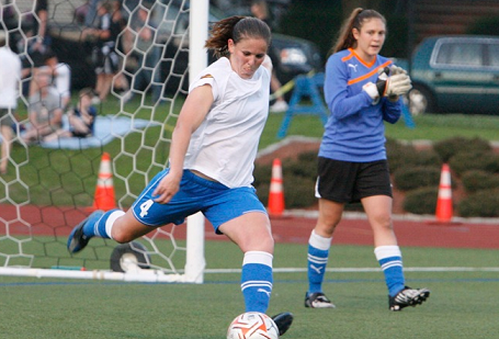 Defender Cat Whitehill signed on for a second season with the Breakers on Friday. (Photo: Chris Aduama/aduama.com)